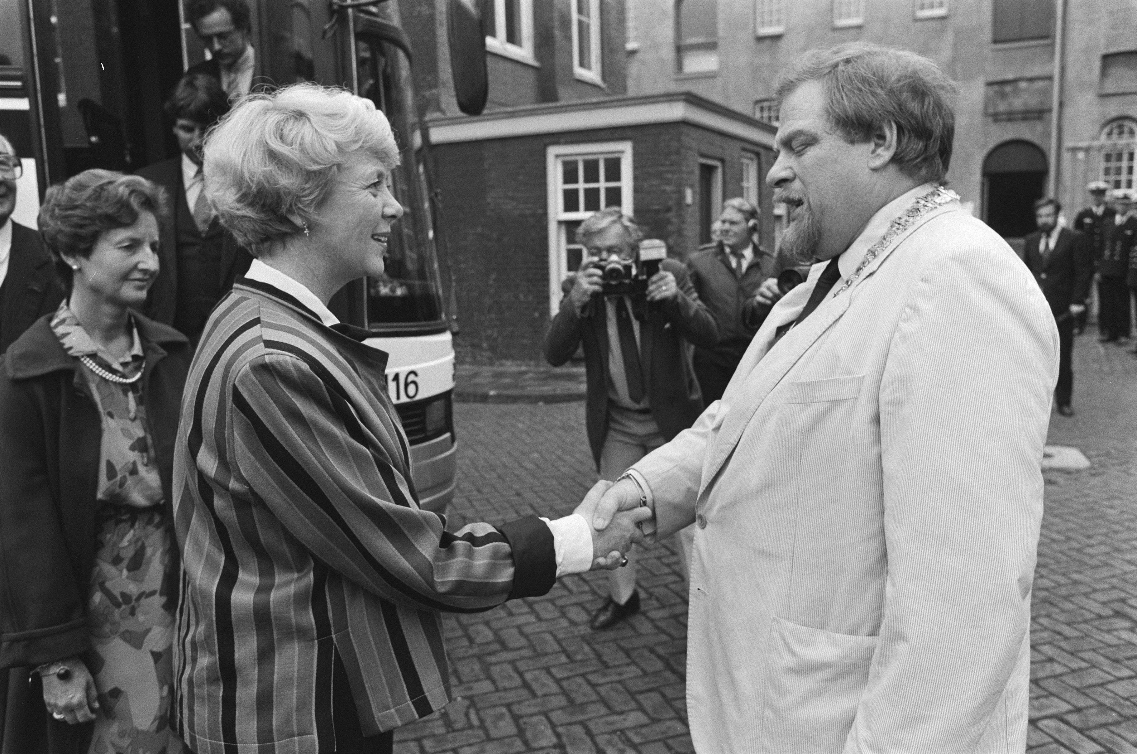Icelandic President Ms. Vigdís Finnbogadóttir is greeted by Councilor Schaefer at the Maritime Museum in Amsterdam
